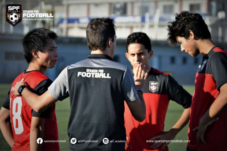 Campus de fútbol para adolescentes en Valencia, España 3